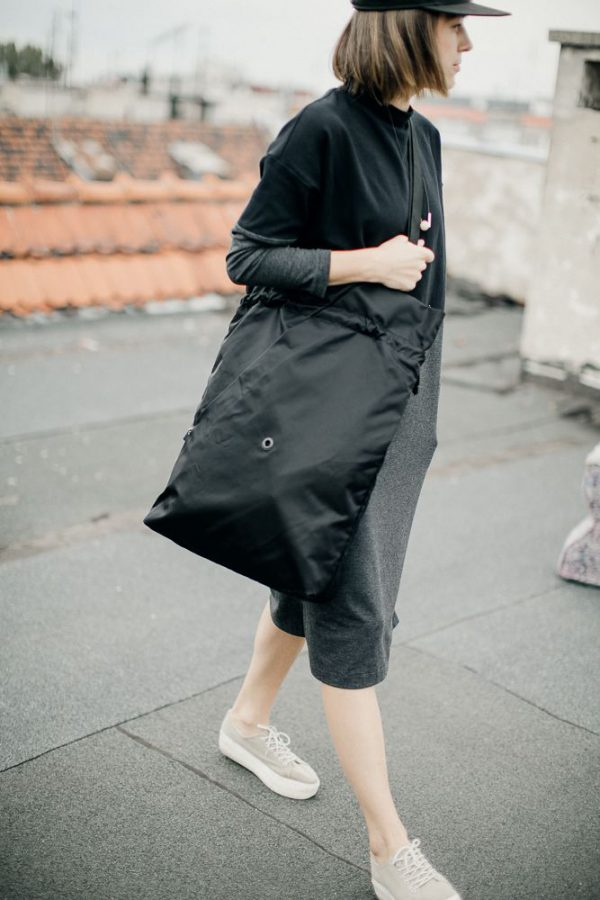 Czarna miejska torba damska. Na ramię.