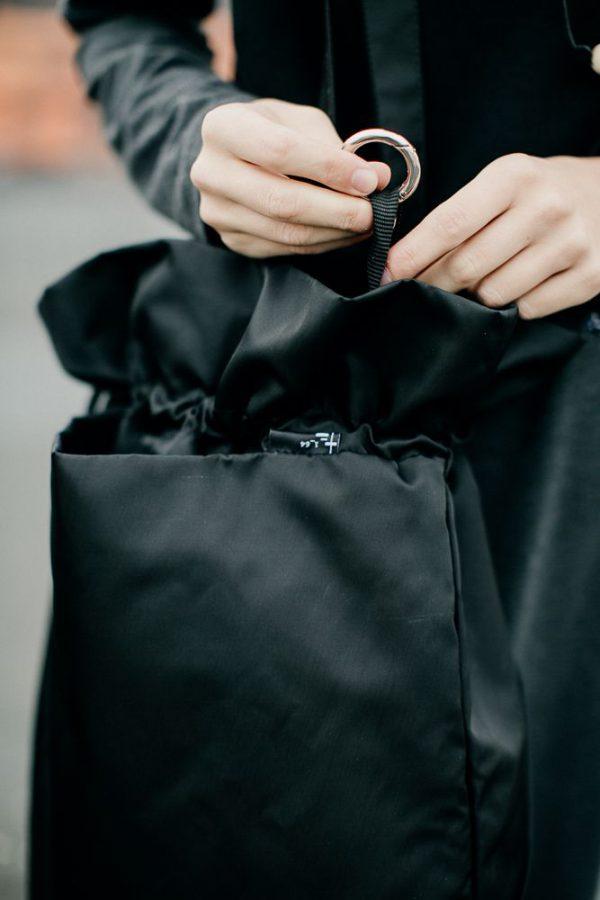 Czarna miejska torba damska. Karabinek na klucze.