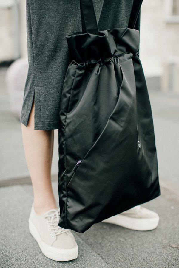 Czarna miejska torba damska. Zaprojektowana i wykonana w polsce.