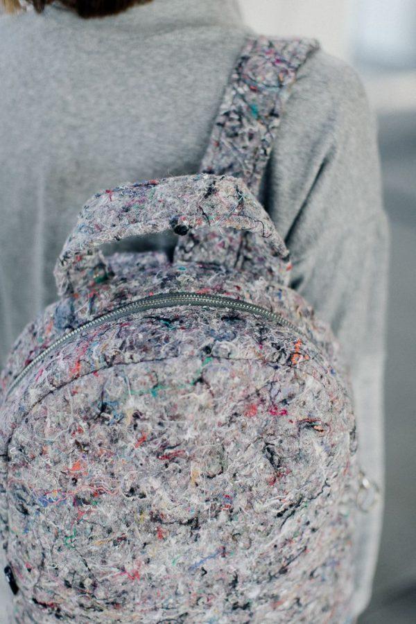 plecak MIERZWIAK ZAOKRĄGLONY. Stylowy duży szary plecak miejski, wykonany z materiału z recyklingu jakim jest filc. Odważny design. Polski handmade.