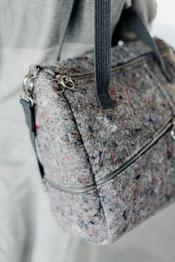torba KOSTKA WŁÓKNISTA. Stylowa duża torba damska w kształcie kostki, wykonana z materiału z recyklingu jakim jest filc. Odważny design. Polski handmade.