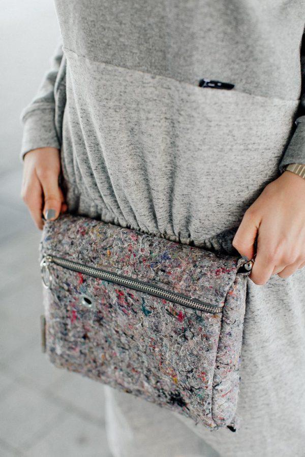 torebka NOSIDEŁKO ZMIENNE. Stylowa małą torebka damska , wykonana z szarego materiału z recyklingu jakim jest filc. Odważny design. Polski handmade.