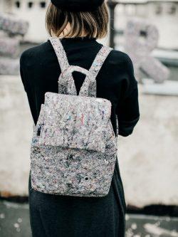 plecak niewielki włóknisty PNW. Niewielki stylowy plecak wykonany z ekologicznego materiału z recyklingu, czyli z filcu. Polski handmade.