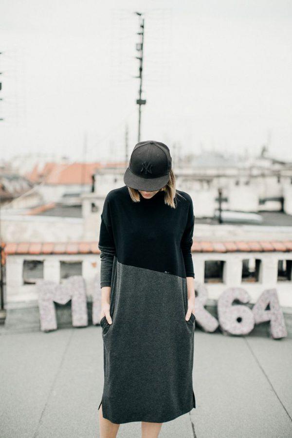 sukienka grafit i czerń SGiC. Wygodna stylowa sukienka z łączonej dzianiny. Czarnej i grafitowej. Uszyta z dbałością o szczegóły. Polski Handmade.
