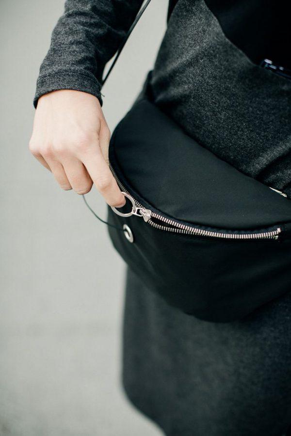 nerka Z METALEM NzM. Elegancka stylowa duża czarna nerka z srebrnym zamkiem. Wykanana ręcznie z dbałością o szczegóły. Miejski handmade.