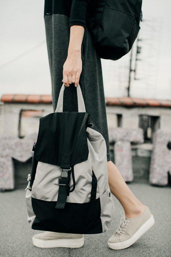 plecak czarno srebrny PCS. Lekki uniwersalny stylowy czarno szary plecak miejski. Wyjątkowo funkcjonalny dzięki kieszeni na laptopa. Handmade
