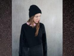 PRAIAS NEGRAS. Damska stylowa ciepła bluza z kapturem. Kolory ciemna zieleń i czarny. Handmade.