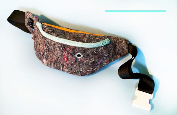 HIP BAG MINT. Gray hip bag made from recycled material (Felt) with mint color elements.