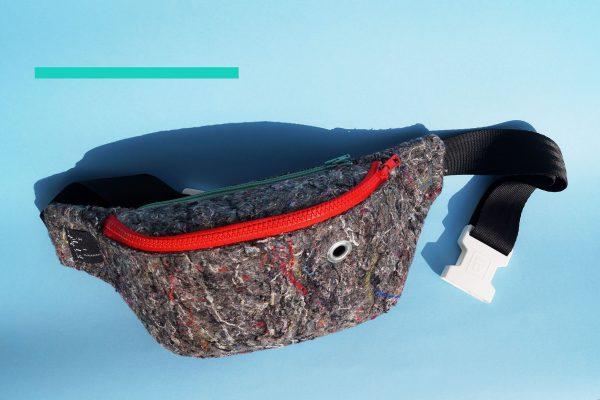 nerka WŁÓKNISTA CZERWONA. Stylowa nerka z materiału z recyklingu (FIlc). Odważny design i wykonanie z dbałością o szczegóły. Zamek koloru czerwonego.