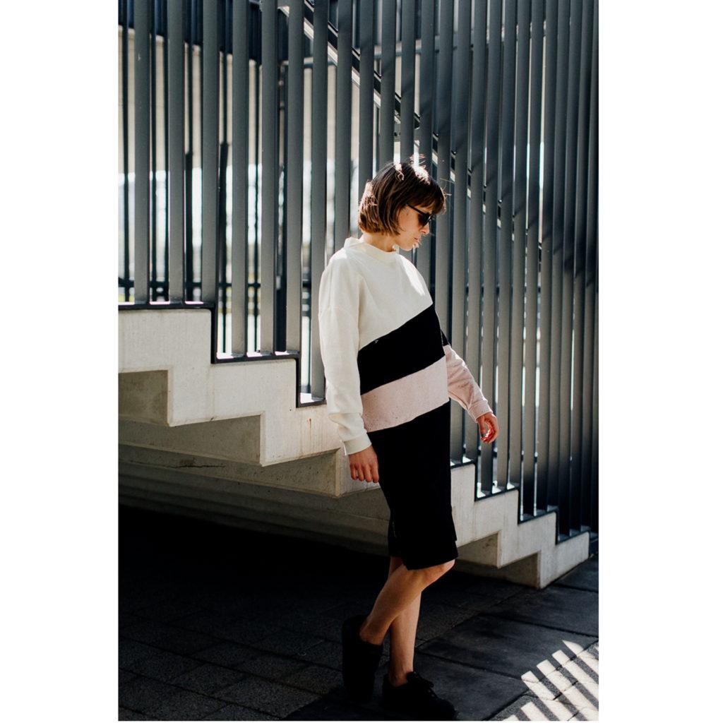 Damska czarno biała wygodna sukienka.