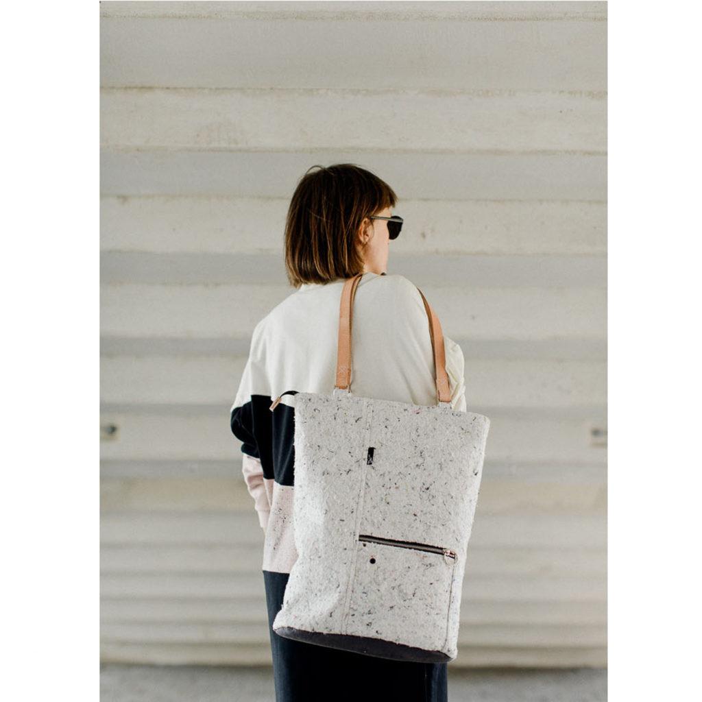 damska stylowa torba z białego filcu. Materiał z recyklingu. Handmade.