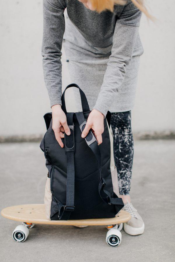 Plecak KOLAŻ KREMOWY. Stylowy damski plecak miejski w kolorze czarnym z elementami szarymi i beżowymi. Plecak wododporny z miejscem na laptopa.
