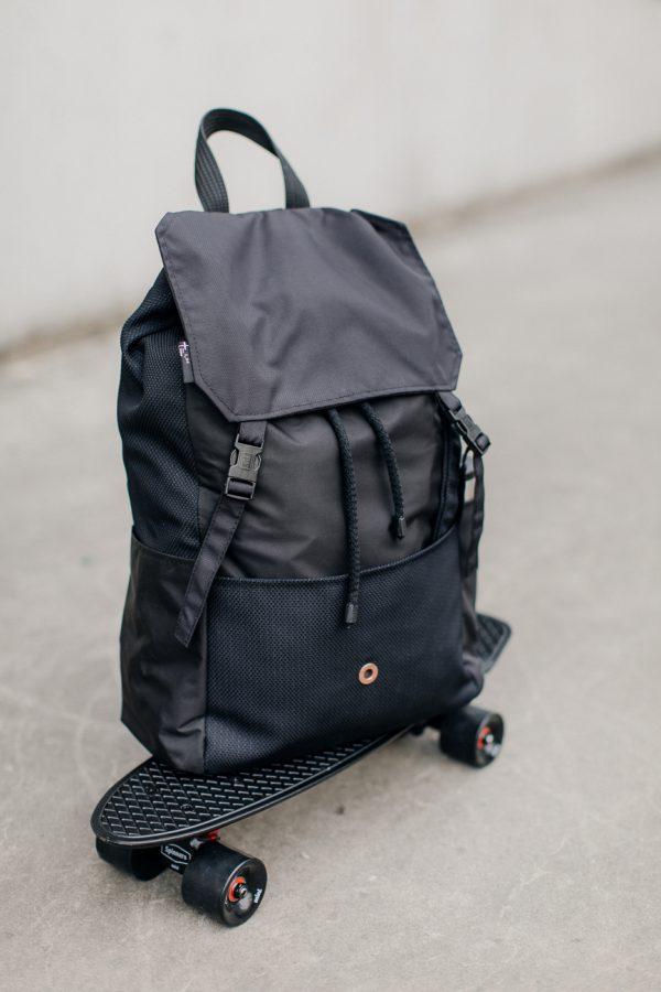 plecak KOLAŻ CZARNY. Czarny stylowy miejski plecak . Wodoodporny. Z kieszenią na laptopa. Damski lub męski.