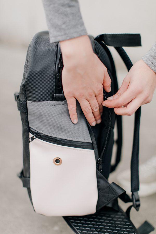 plecak SKŁADAK KOLOR. Plecak miejski. Czarny z elementami kolorowymi. Stylowy i nieduży a jednak pojemny plecak damski.