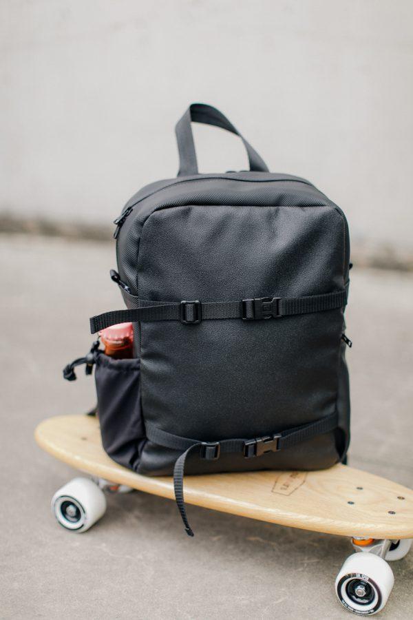 plecak CZARNY SKŁADAK. Czarny plecak miejski. Stylowy i nieduży a jednak pojemny plecak damski/męski.