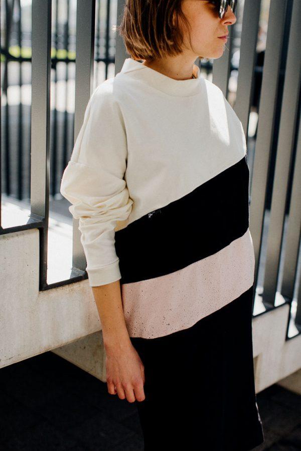 Sukienka MALINA ze ŚMIETANĄ na ASFALCIE. Wygodna czarno biało różowa sukienka szyta ręcznie przez polskie krawcowe.
