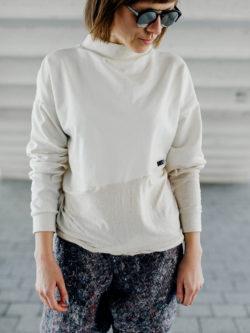 bluza PIASKOWNICA. Ręcznie wykonana z dbałością o szczegóły kremowo biała bluza