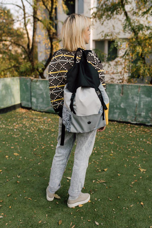 Plecak KOLAŻ Z MUSZTARDĄ. Damski miejski plecak w kolorach szary żółty i czarny