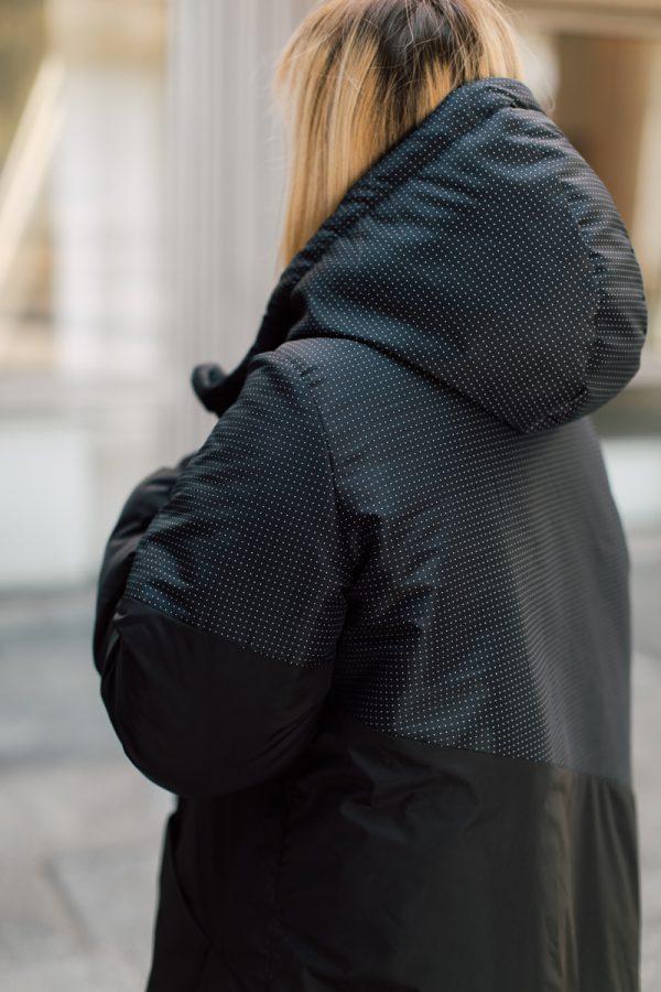 kurtka ŚNIEŻNA CHMURA. Czarna damska kurtka zimowa. Wzór kropkowany na plecach.