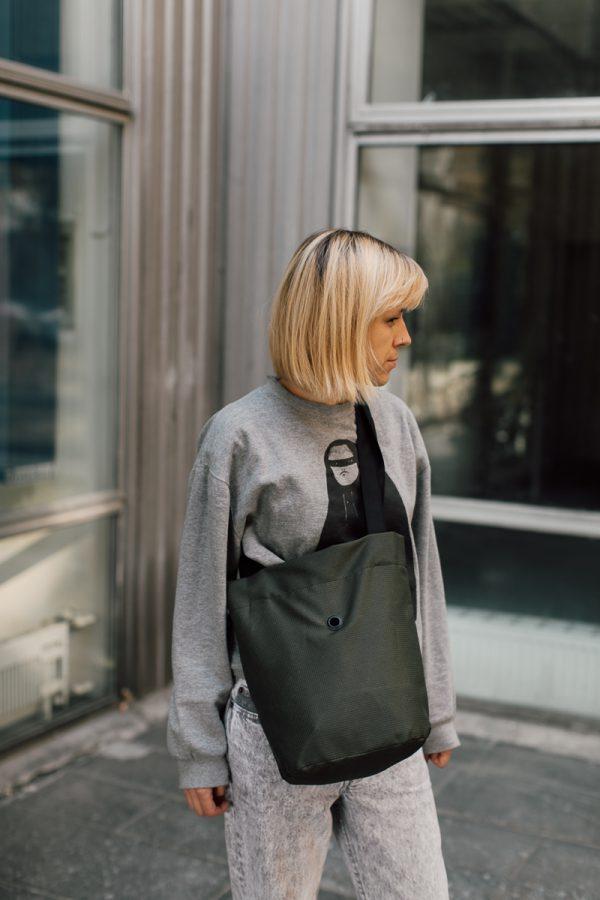 worek WALECZNA ZIELEŃ. Praktyczny niewielki worek / plecak w kolorze ciemnej zieleni. Nieprzemakalny.