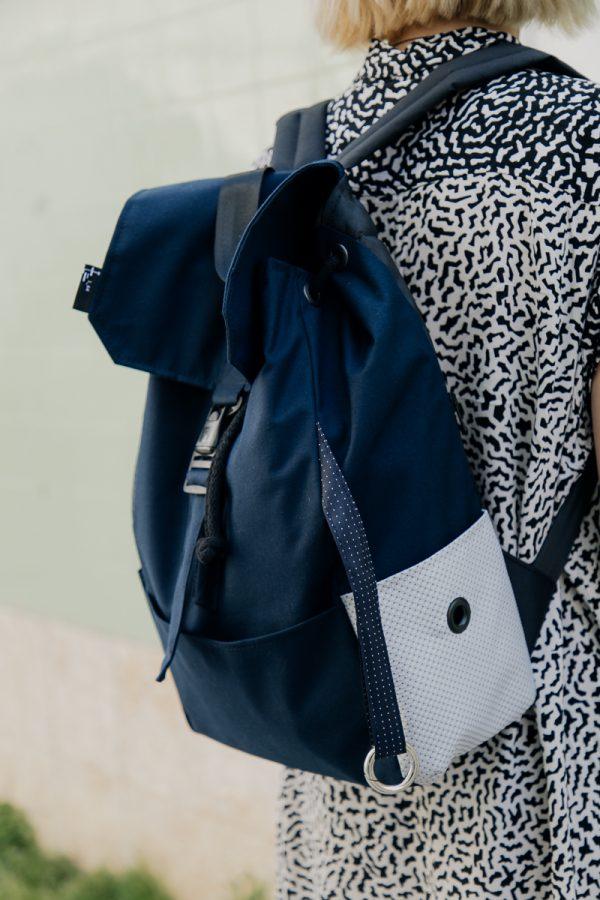 Plecak damski miejski granatowy. Karabinek na klucze.