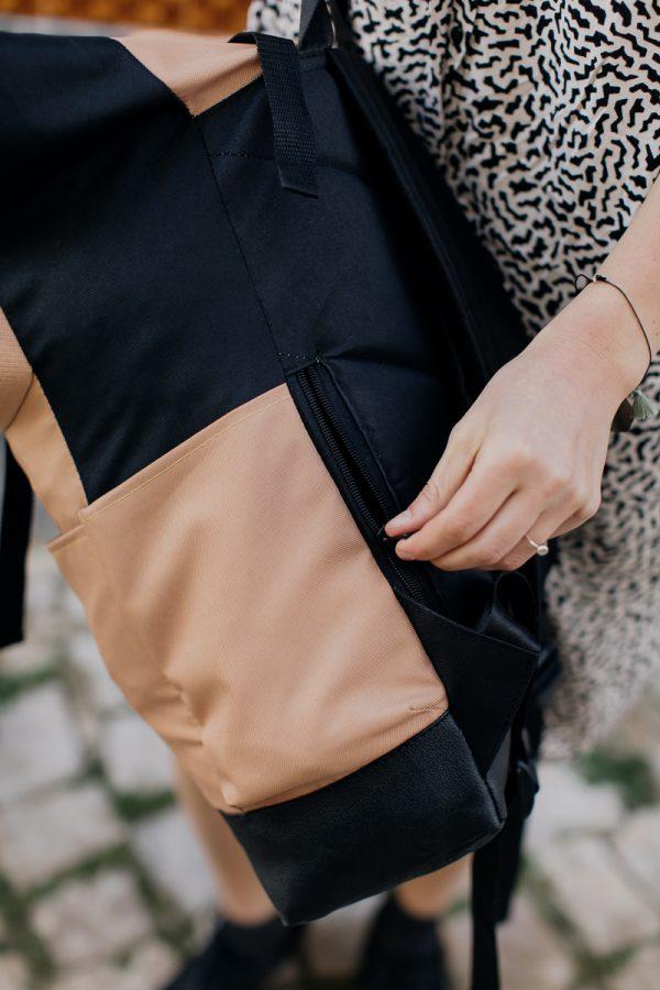 Beżowy plecak damski miejski kieszonka boczna na portfel telefon