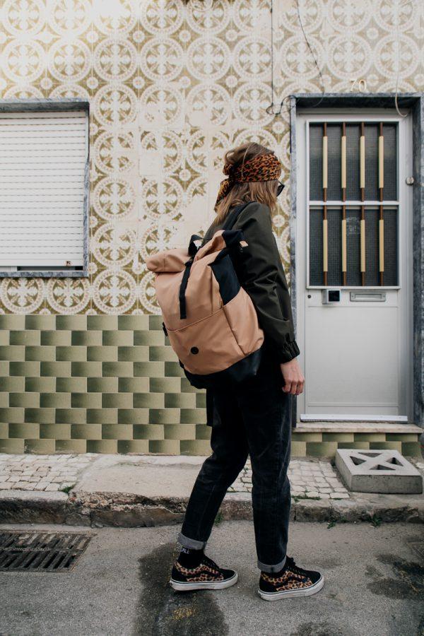 Beżowy plecak damski miejski