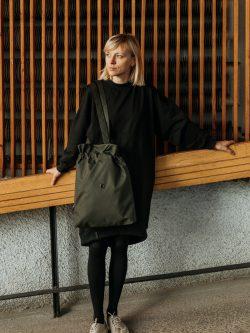 Torba OLIWKA mniejsza. Czarna pojemna stylowa damska torba miejska. Uszyta ręcznie z dbałością o szczegóły. Polski handmade.