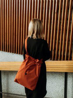 Torba CEGLASTA mniejsza. Zgrabna mała stylowa damska torba miejska w kolorze ceglastej pomarańczy. Uszyta ręcznie z dbałością o szczegóły. Polski handmade.