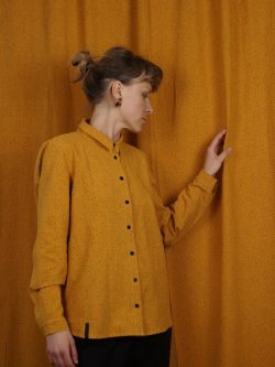 koszula SŁOŃCE- METR64 - Bawełniana, damska, żółta koszula z delikatnym czarnym wzorem w małe czarne plamki. Naturalny materiał. Ręcznie wykonana.