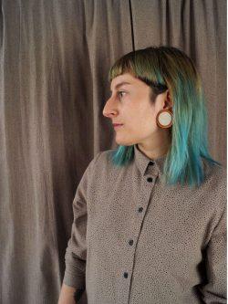 koszula ZIEMISTA - METR64 - Bawełniana, damska, brązowa koszula z delikatnym czarnym wzorem w małe czarne plamki. Naturalny materiał. Ręcznie wykonana.