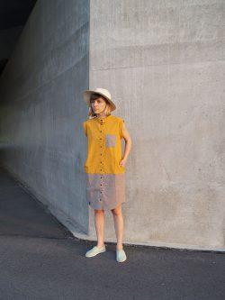tunika bez rękawów SŁOŃCE- Damska. Ręcznie wykonana w 100% z naturalnych materiałów z dbałością o szczegóły, w kolorach żółtym i szarym.