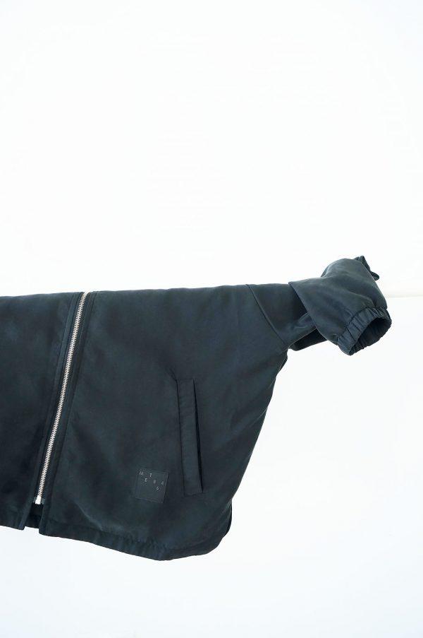 kurtka CZARNA - Damska kurtka bomberka ATRAMENTw klasycznej formie, w kolorze ciemnego, atramentowego granatu. Kurtka szyta ręcznie. Wodoodporny, poliester + bawełna